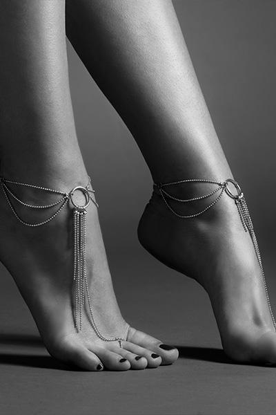 Chaines dorées pour les pieds