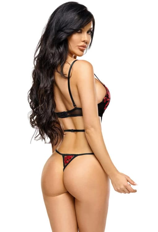Body string Evangelina
