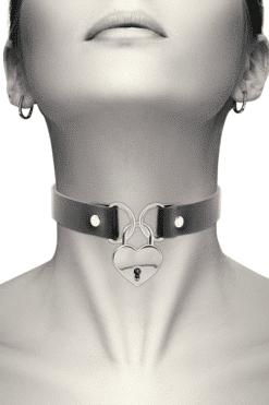 collier ras de cou noir et cadenas cœur