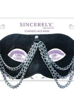 masque-rigide-en-dentelle-et-chaines-2