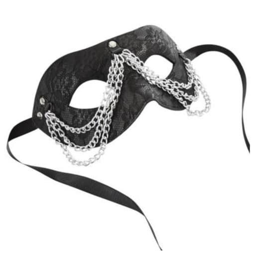 masque-rigide-en-dentelle-et-chaines